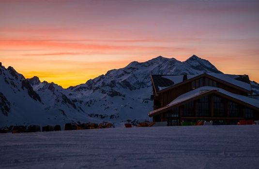 Resort carousel le refuge de solaise sunset