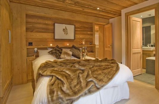 Resort carousel chalet cree bed
