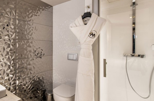 Resort carousel chalet izia shower
