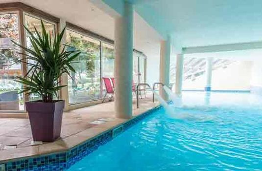 Resort carousel hotel le cret pools
