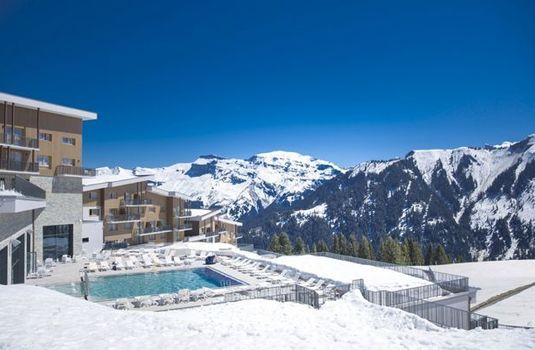 Resort carousel club med samoens pool