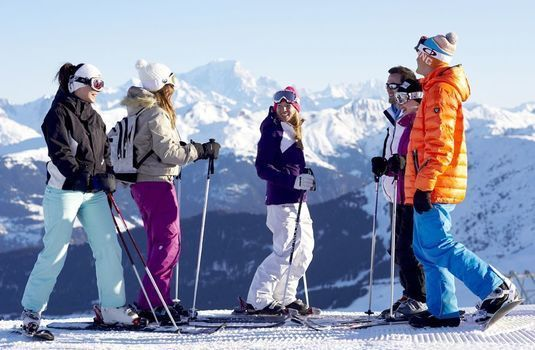 Group ski lesson in Meribel